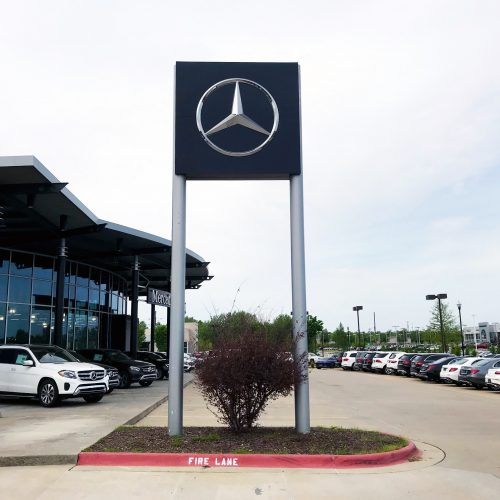 Mercedes Benz Pylon